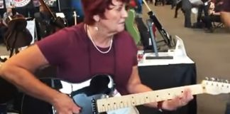 mom plays guitar