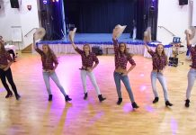 cowgirls dancing