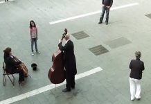lil-girl-and-street-musician