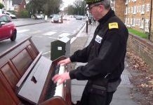 traffic-plays-abandoned-piano
