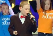 blind-autistic-boy-sings