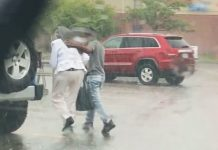 teenager-helps-elderly-in-rain