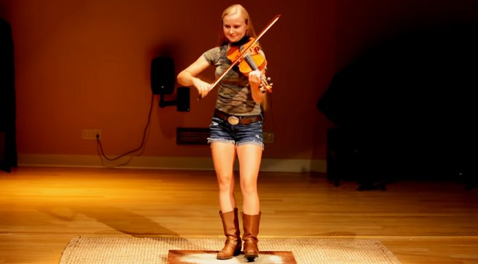 girl-plays-fiddle