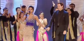 travolta-and-chopra-dance-1